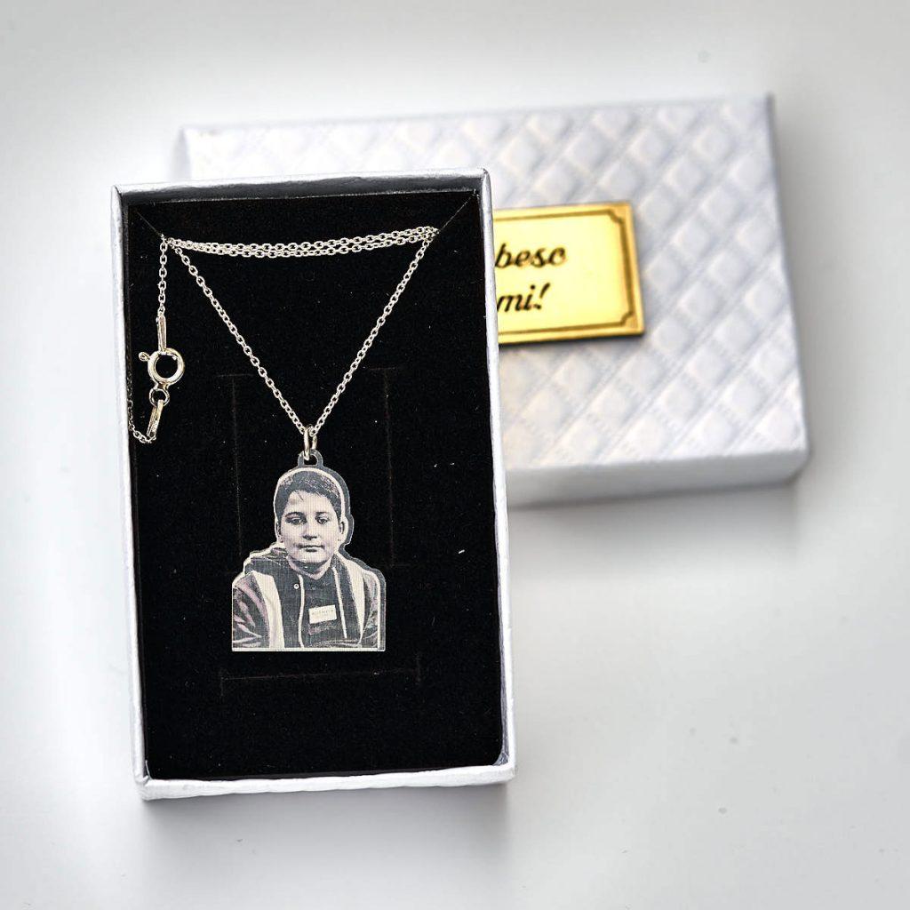 colier-pandantiv-argint-personalizat-portret