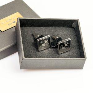 butoni-personalizati-patrati-argintii-cutie